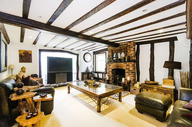 7 Bedrooms Detached House for sale in Woodhall Road, Pinner, HA5