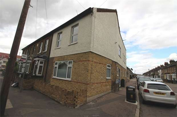 2 Bedrooms Flat for rent in Honey Lane, Waltham Abbey, Essex