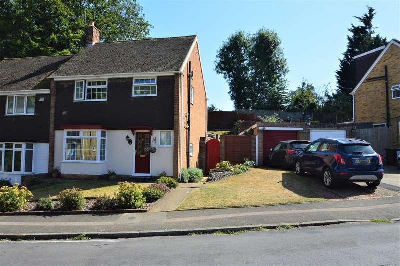 3 Bedrooms Semi Detached House for sale in Oak Drive, Larkfield