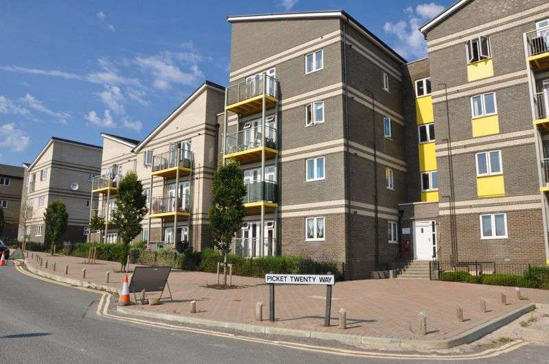 2 Bedrooms Property for sale in Saddle Way, Andover