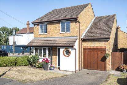 4 Bedrooms Detached House for sale in Lakes Road, Keston