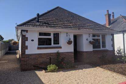2 Bedrooms Bungalow for sale in Wallisdown, Bournemouth, Dorset
