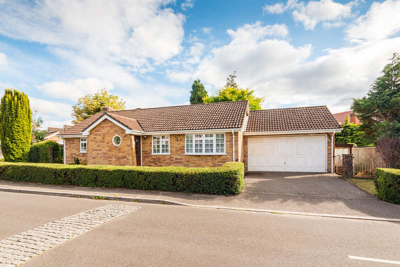 3 Bedrooms Detached Bungalow for sale in Pelican Mead, Hightown, Ringwood