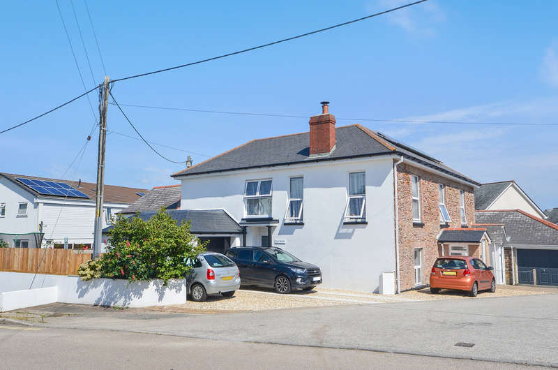 5 Bedrooms Flat for sale in The Square, Grampound Road