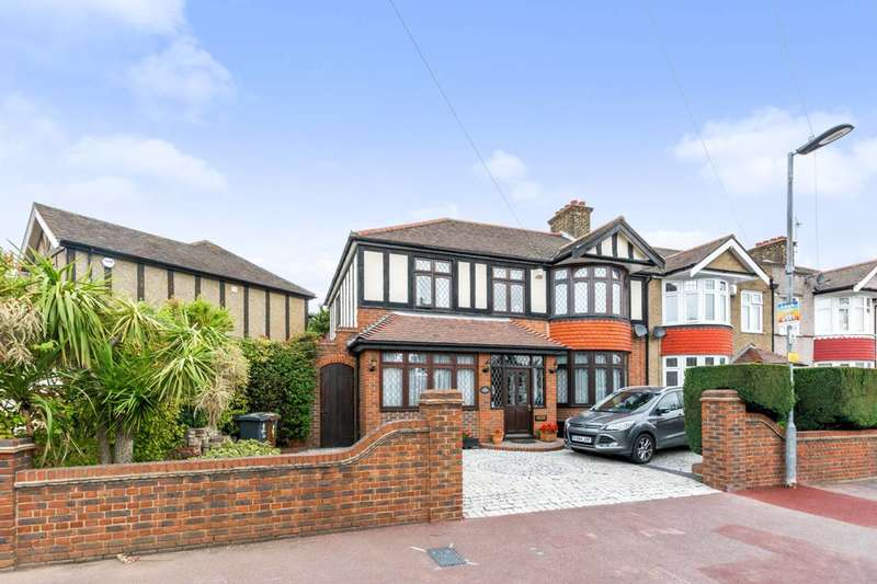 4 Bedrooms House for sale in Westrow Drive, Barking, IG11