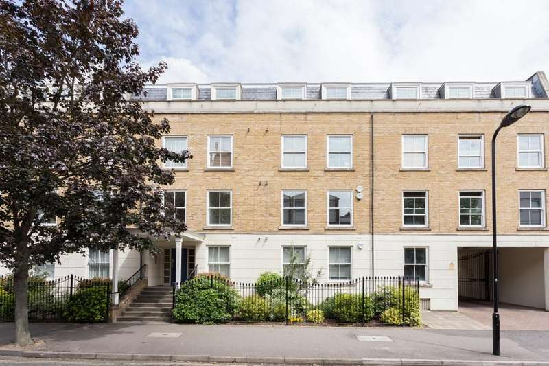 3 Bedrooms Flat for sale in Tottenham Road, Islington, N1