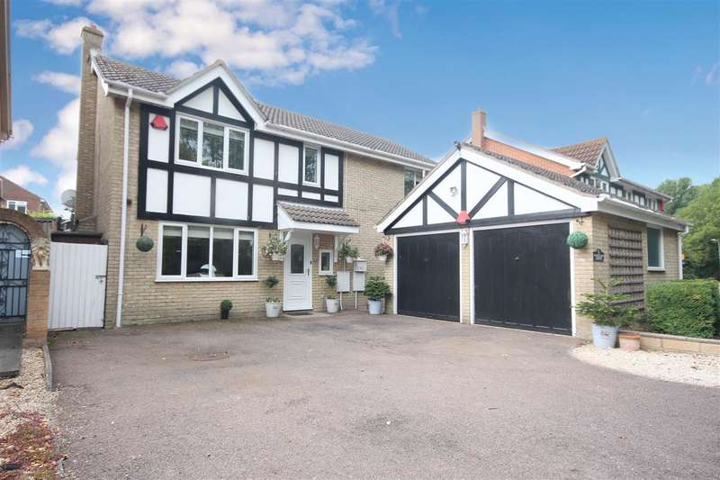 4 Bedrooms Detached House for sale in Raycliff Avenue, Great Clacton