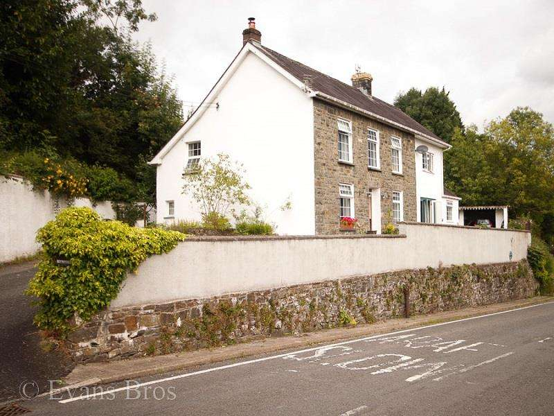4 Bedrooms Property for sale in Bronwydd, Nr Carmarthen