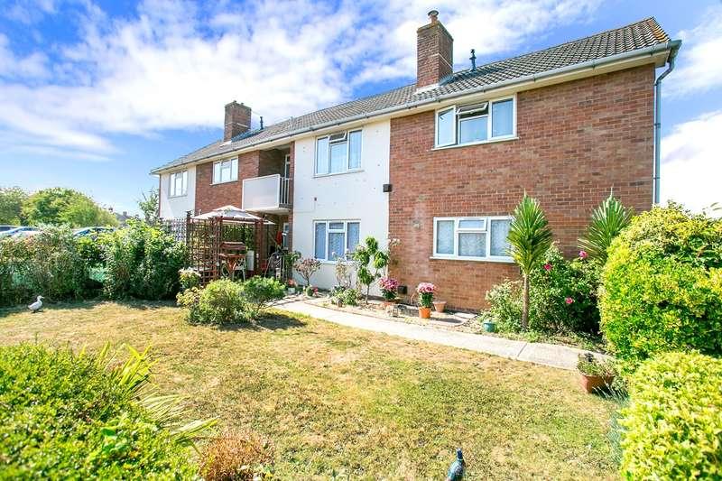 2 Bedrooms Flat for sale in Woburn Gardens, South Ham, Basingstoke, RG22