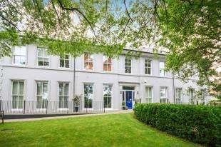 2 Bedrooms Flat for sale in The Elms, Dymchurch Road, New Romney, Kent