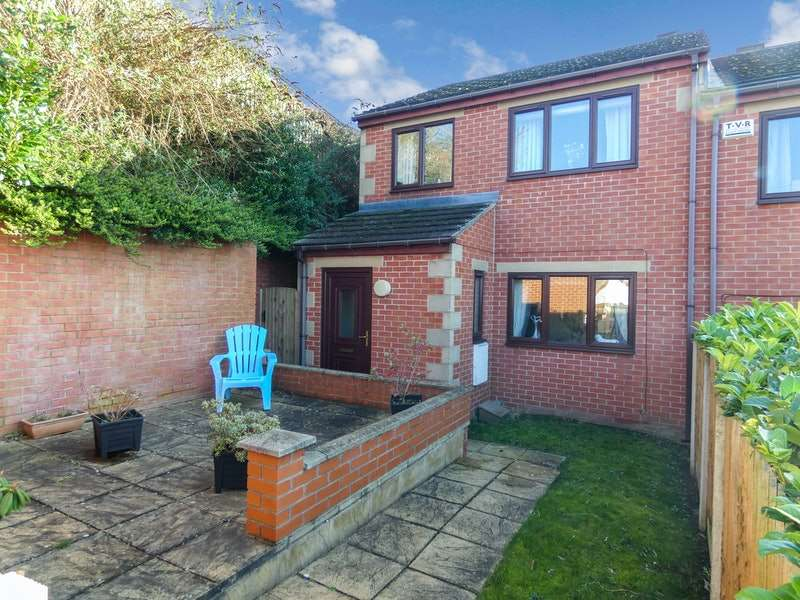 3 Bedrooms Semi Detached House for sale in Worsbrough Road, blacker hill, Barnsley, South Yorkshire, S74