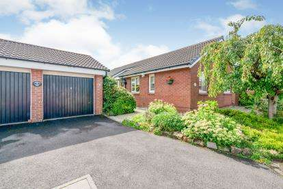 3 Bedrooms Bungalow for sale in Arundale, Westhoughton, Bolton, Greater Manchester, BL5
