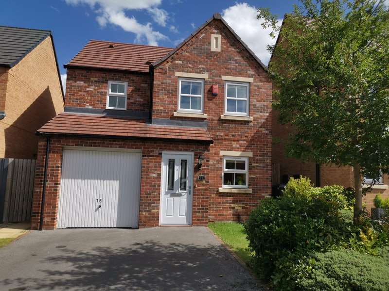 3 Bedrooms Detached House for sale in Spruce Garth, Leeds, West Yorkshire, LS14
