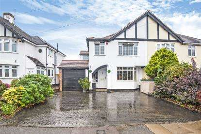 4 Bedrooms Semi Detached House for sale in Crest View Drive, Petts Wood, Orpington