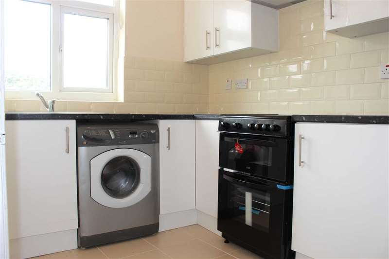 2 Bedrooms Apartment Flat for rent in Roneo Corner, Hornchurch