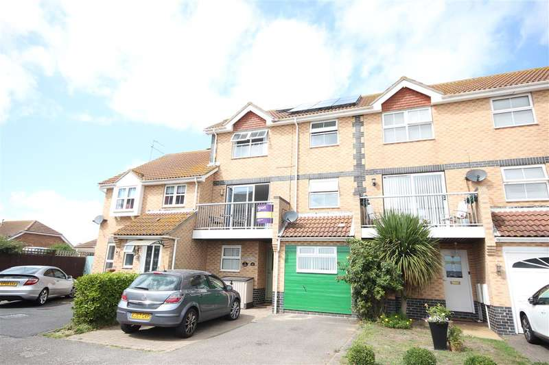 4 Bedrooms Town House for sale in Selsey Avenue, Clacton-on-Sea