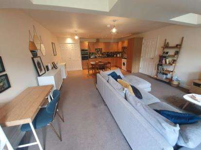 2 Bedrooms Flat for sale in Holly Mount, Holly Mount Way, Rossendale, Lancashire, BB4