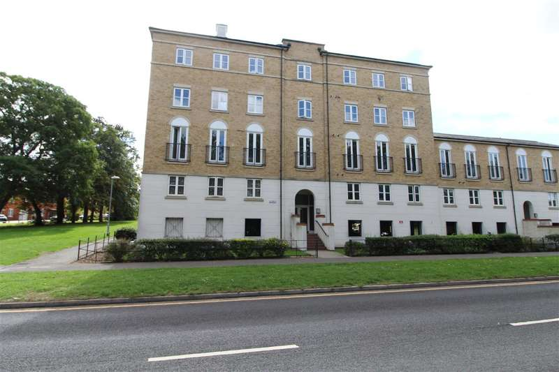 2 Bedrooms Apartment Flat for sale in Benedict House, Circular Road South, Colchester, CO2