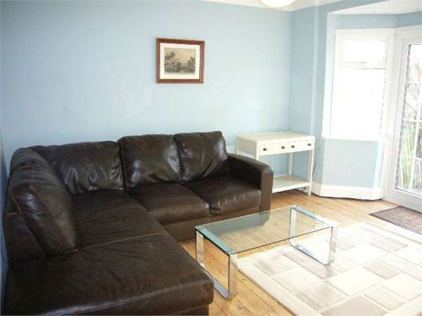 3 Bedrooms Terraced House for rent in Amhurst Gardens, Isleworth, Greater London