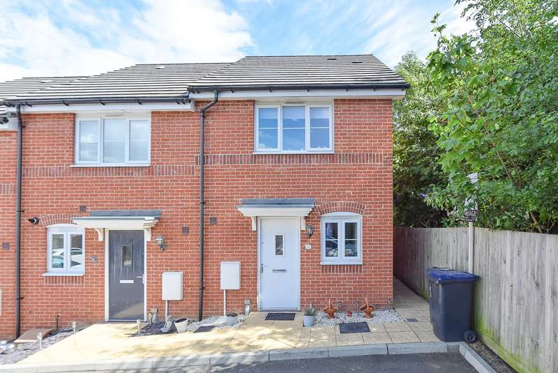 2 Bedrooms Terraced House for sale in Viscount Square, Herne Bay