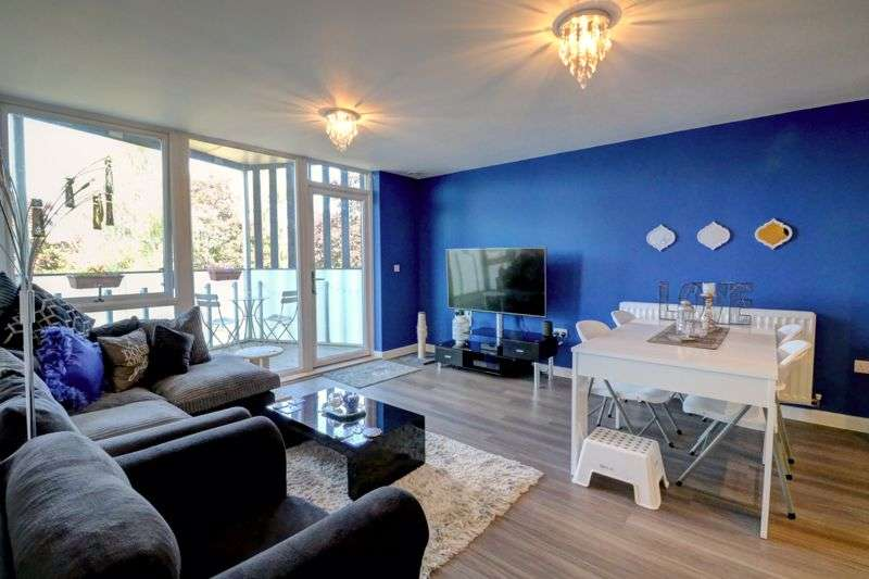 2 Bedrooms Property for sale in Glebe Way, West Wickham