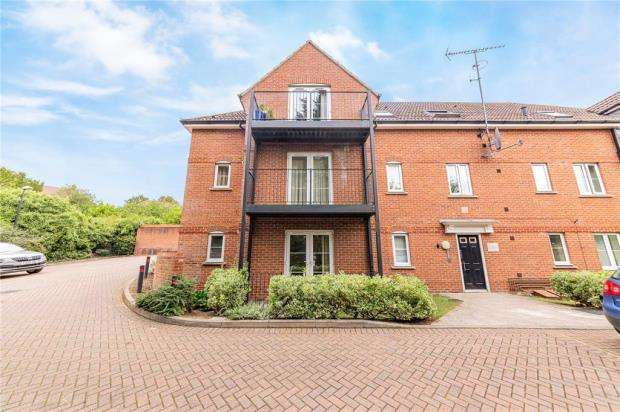 2 Bedrooms Apartment Flat for sale in Carolines Court, Red Kite Close, High Wycombe
