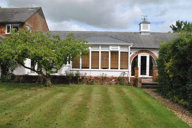 2 Bedrooms Detached Bungalow for sale in Church Close, Reed, SG8 8AN