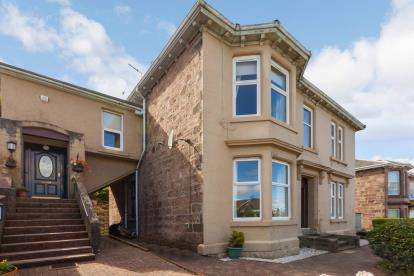 4 Bedrooms Flat for sale in Broomberry Drive, Gourock