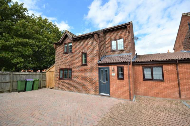 5 Bedrooms Semi Detached House for sale in Fairfax Close, Cheriton, Folkestone
