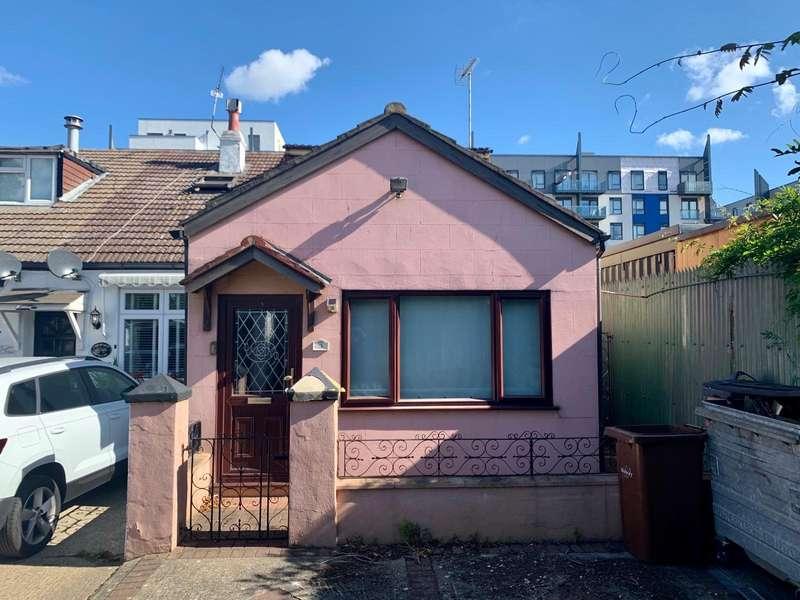 2 Bedrooms Semi Detached House for sale in Chestnut Villas, Pier Approach Road, Gillingham, Kent, ME7