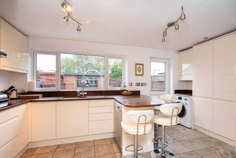 3 Bedrooms House for sale in Roughdown Road, Boxmoor
