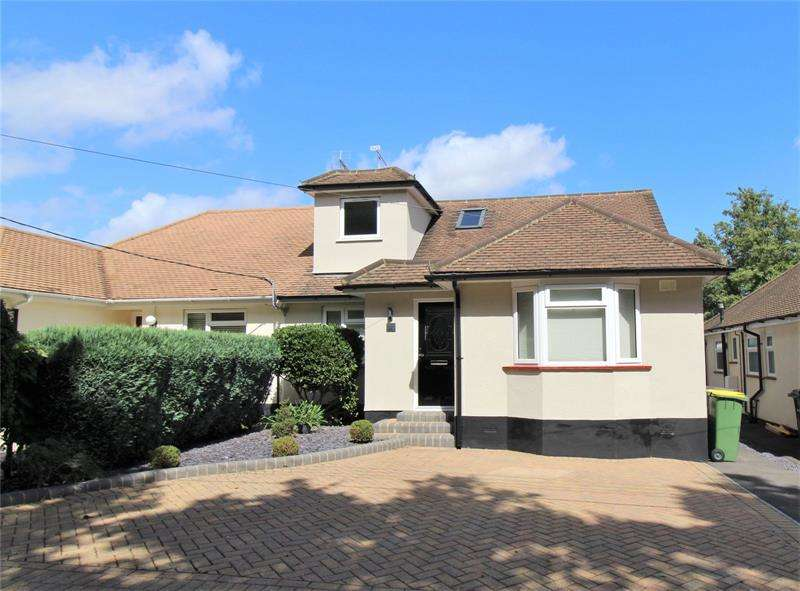 4 Bedrooms Semi Detached House for sale in Mount Crescent, Hockley, Essex, SS5