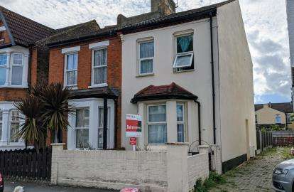 3 Bedrooms Semi Detached House for sale in Southchurch Village, Southend-On-Sea, Essex
