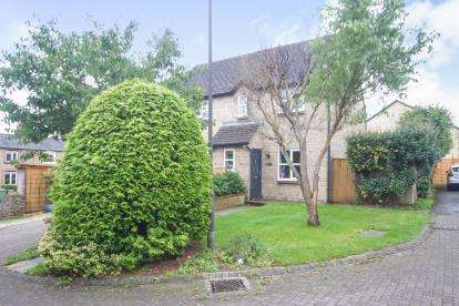 3 Bedrooms Semi Detached House for sale in Beech Tree Gardens, Tetbury