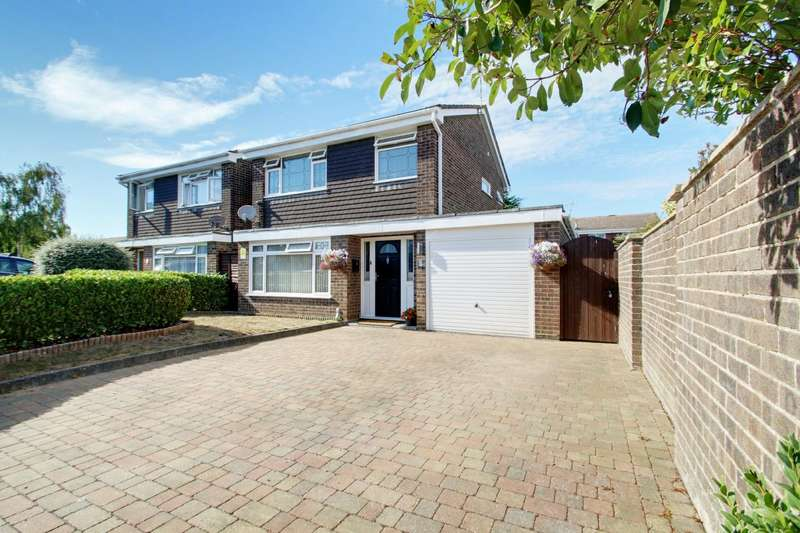 3 Bedrooms Detached House for sale in Young Close, Clacton-On-Sea