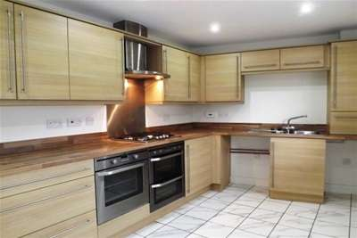 4 Bedrooms House for rent in Endeavour Court, Stoke, Plymouth *Available with Zero Deposit Guarantee*