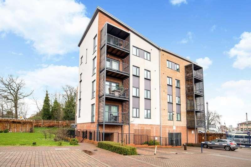 2 Bedrooms Flat for sale in Owen Court, Grade Close, Elstree
