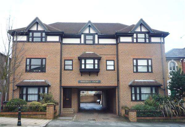 Property for rent in Mirravale Court, Buckhurst Hill, Buckhurst Hill, Essex, IG9 5BH