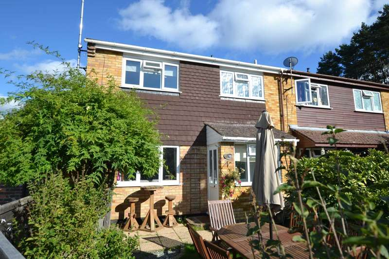 3 Bedrooms End Of Terrace House for sale in Warren Close, Whitehill, Hampshire, GU35