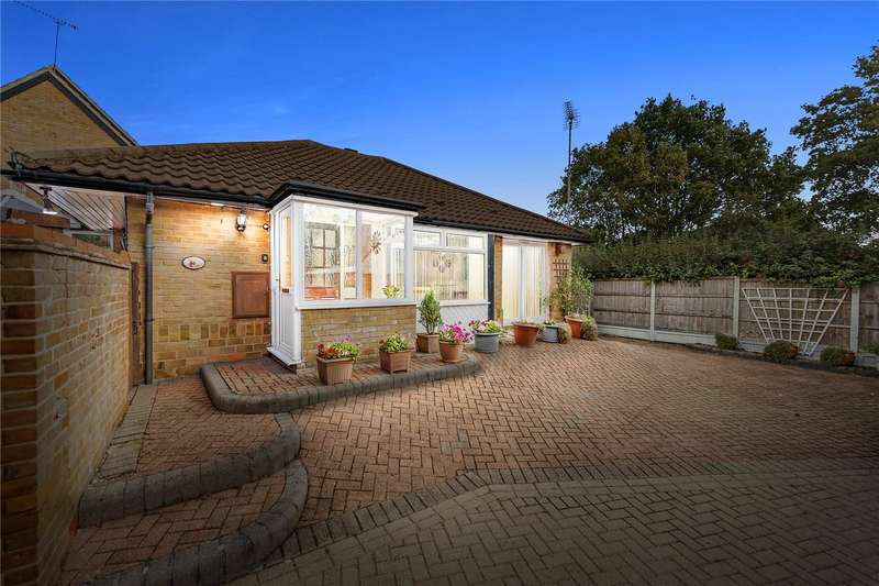 2 Bedrooms Detached Bungalow for sale in Acorn Place, Langdon Hills, Basildon, Essex, SS16