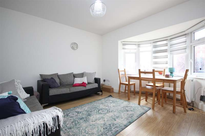 5 Bedrooms Flat for rent in Western Avenue,East Acton W3 7TX