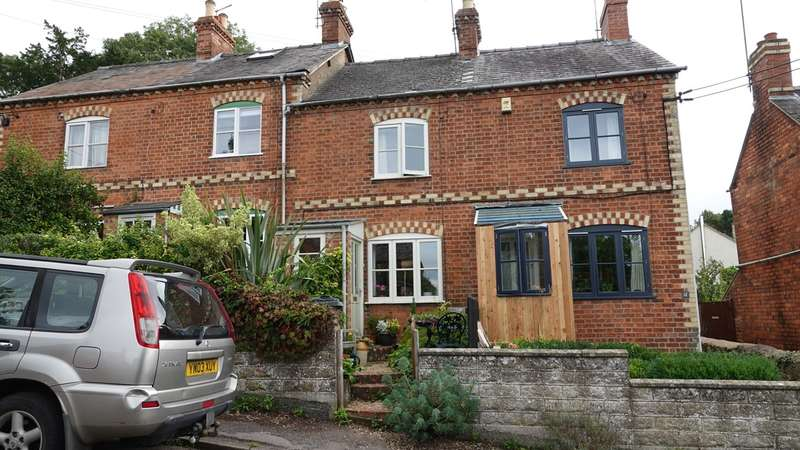 2 Bedrooms Terraced House for sale in Belmont Road, Stroud, GL5