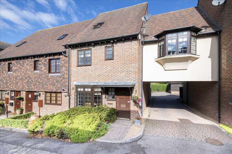 3 Bedrooms Terraced House for sale in Brenchley Mews, Charing