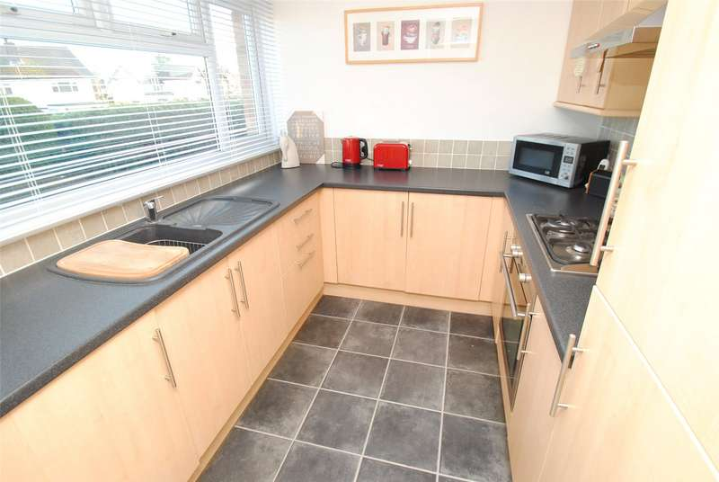 2 Bedrooms Maisonette Flat for sale in Briarleas Gardens, Upminster, RM14