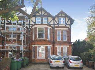 2 Bedrooms Flat for sale in Cheriton Road, Folkestone, Kent