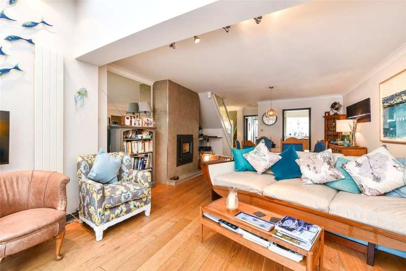 2 Bedrooms Terraced House for sale in Kings Terrace, Emsworth, Hampshire, PO10