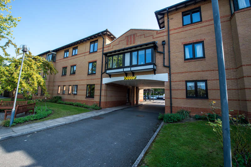 2 Bedrooms Apartment Flat for sale in Lake View, Kings Langley