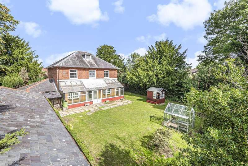 4 Bedrooms Detached House for sale in Sussex Lane, Spencers Wood, Reading, RG7