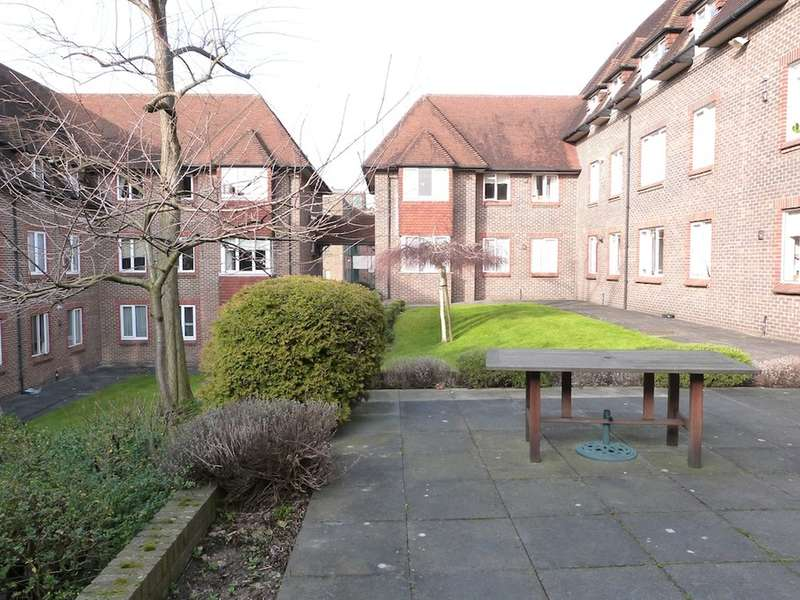 2 Bedrooms Apartment Flat for sale in BIRNBECK COURT, FINCHLEY ROAD, TEMPLE FORTUNE, LONDON, NW11