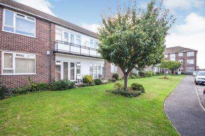 2 Bedrooms Maisonette Flat for sale in Imperial Avenue, Westcliff-On-Sea, Essex